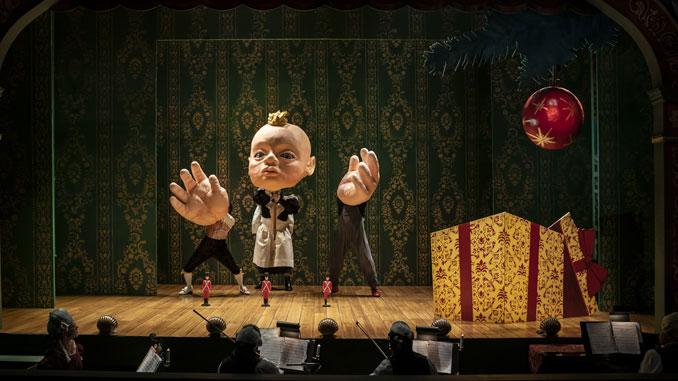 """Сцена из спектакля """"Стойкий оловянный солдатик: рождественская пантомима"""". Фото - Лиз Лоурен"""