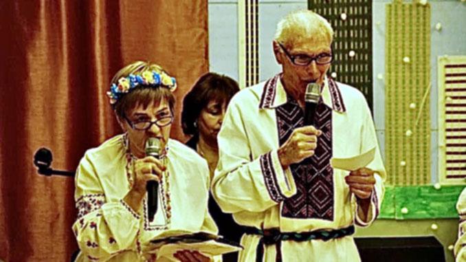 Члены Центра Нина и Александр Лужанские помогли подготовить рождественскую программу для радио для Forever Young. Фото: Forever Young