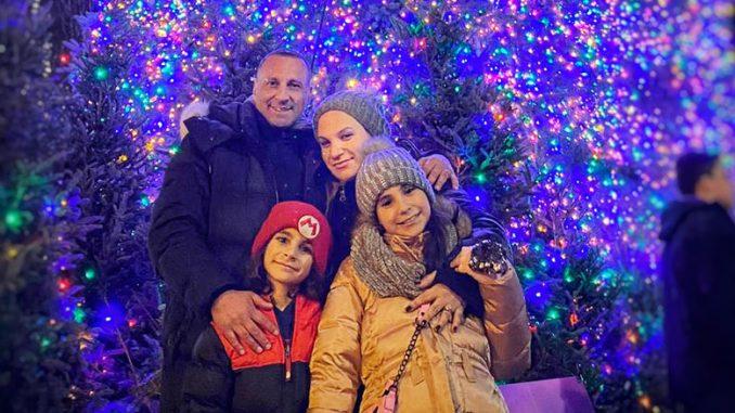 Татьяна Цикис, (справа) генеральный директор, Муж Янис и дети Анжелина и Михаил. Фото: Т. Цикис