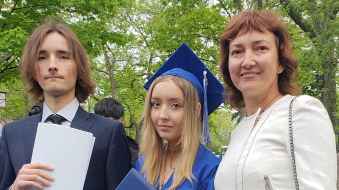 Ирина с сыном Юрием и дочкой Сашей. Фото из архива И.Феоктистовой