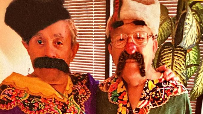 Семен Родик и Пётр Межерицкий готовы к спектаклю. Фото: Forever Young