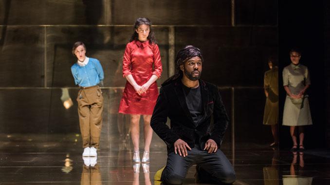 """Сцена из спектакля """"Венецианский купец"""" Королевской Шекспировской компании. Фото - moscow.theatrehd.com"""