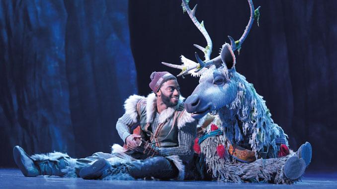 """Сцена из мюзикла """"Холодное сердце"""". Фото - Deen van Meer. Copyright Disney"""