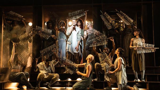 """Сцена из мюзикла """"Иисус Христос - суперзвезда"""". Фото - Мэтью Мерфи"""