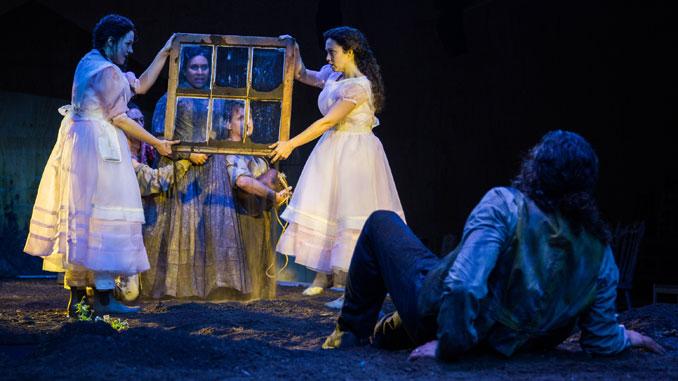 """Сцена из спектакля """"Доказательство"""" (Опера Омаха). Фото - Lyric Opera"""