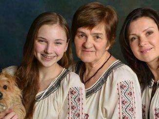 Нина Лужанская, бывший педагог, с дочерью – врачом Натальей Омельченковой и внучкой Лизой. Фото: Н. Лужанская