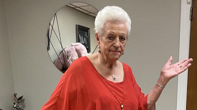 Любовь Лахтер благодарна за свое прекрасное здоровье в 92 года. Фото: Л. Литас