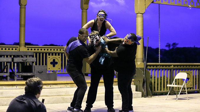 """Сцена из спектакля """"Ромео и Джульетта"""". Фото - Дженнифер Хейм"""