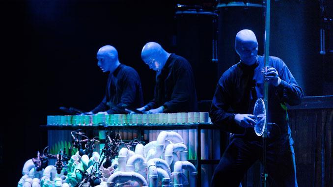 Сцена из шоу Blue Man Group. Фото - Дэниэл Божарски