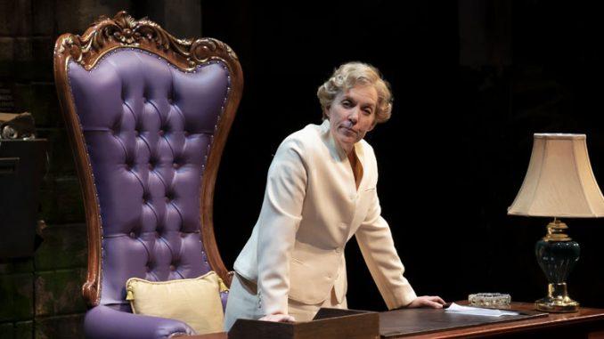 """Кристин Мэри Данфорд в спектакле """"Ее честь Джейн Бирн"""". Фото - Лиз Лоурен"""