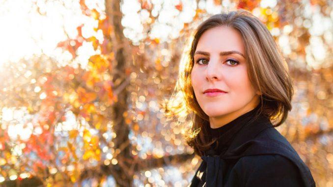 Лидия Янковская. Фото - Кейт Леммон