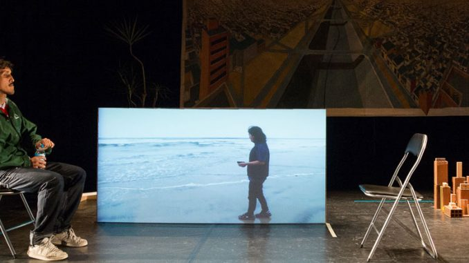 "Лазаро Габино Родригес в спектакле ""Tijuana"" (Театр Lagartijas Tiradas al Sol). Фото - Мануэль Висенте"